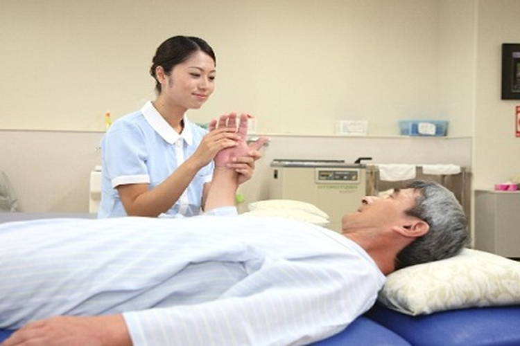 埼玉回生病院の介護職員
