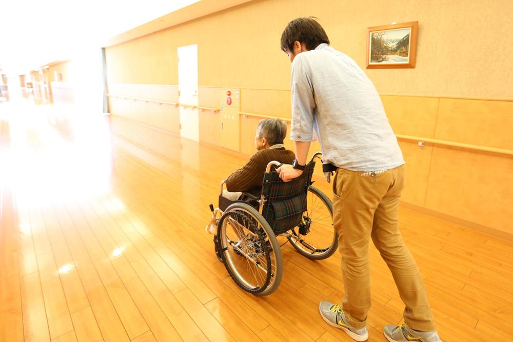 特別養護老人ホーム清流苑|介護福祉士